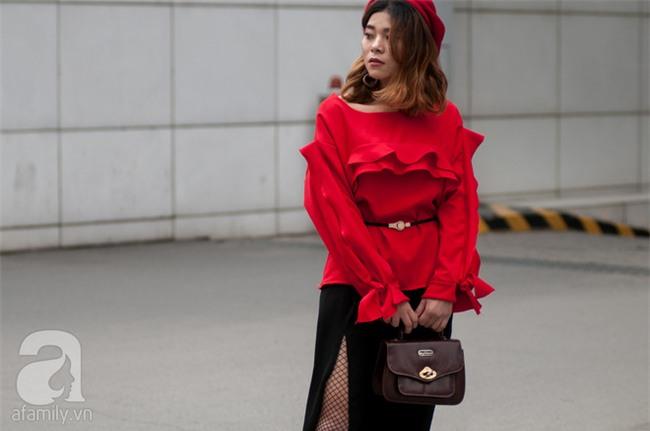 Tuần qua nắng ấm nên các quý cô Hà Thành được dịp khoe loạt street style với váy cực điệu - Ảnh 7.