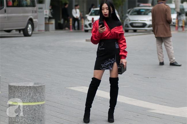 Tuần qua nắng ấm nên các quý cô Hà Thành được dịp khoe loạt street style với váy cực điệu - Ảnh 8.
