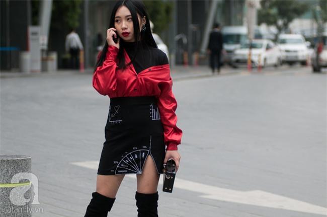 Tuần qua nắng ấm nên các quý cô Hà Thành được dịp khoe loạt street style với váy cực điệu - Ảnh 9.
