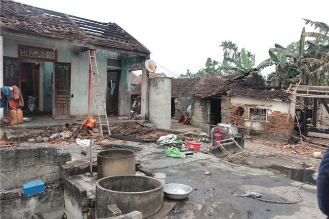 Vụ nghịch tử đốt nhà nghi thua cá độ sau vụ U23 Việt Nam: Người con cầm dao đe dọa, không cho mọi người dập lửa - Ảnh 1.