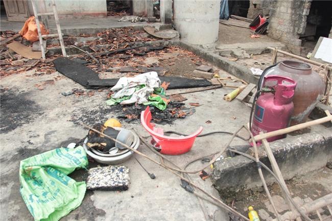 Vụ nghịch tử đốt nhà nghi thua cá độ sau vụ U23 Việt Nam: Người con cầm dao đe dọa, không cho mọi người dập lửa - Ảnh 3.