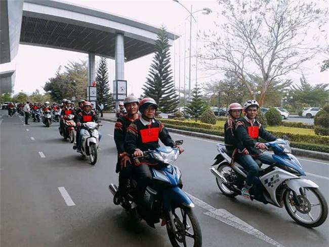Bố mẹ và người dân Đăk Lăk diện trang phục truyền thống, nô nức đón Tân Hoa hậu HHen Niê trở về quê hương - Ảnh 8.
