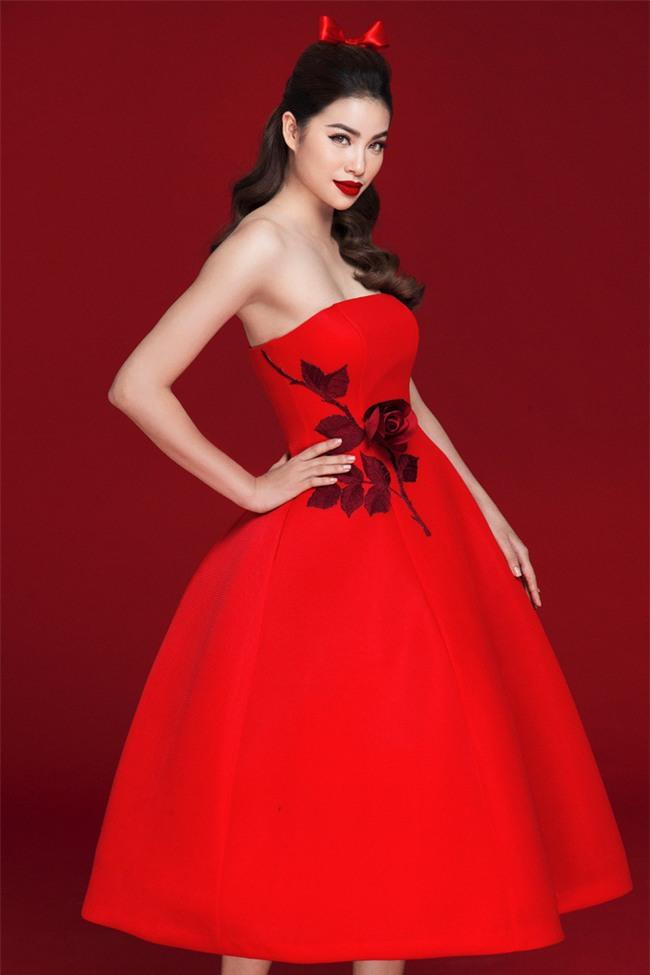 Diện váy đỏ nổi bần bật, Phạm Hương đầy gợi cảm và quyến rũ hơn bao giờ hết - Ảnh 1.