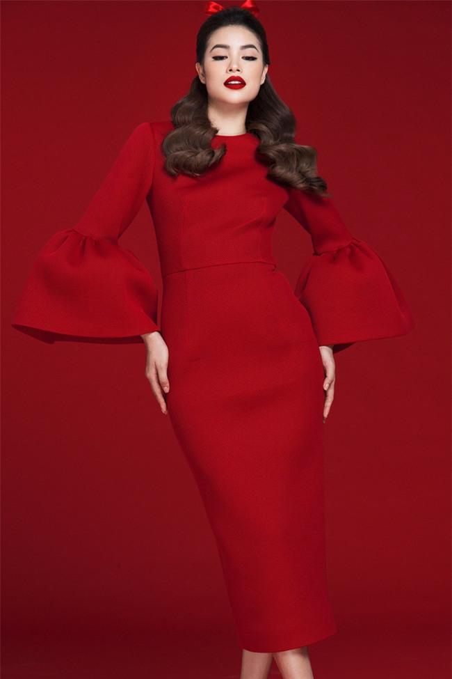 Diện váy đỏ nổi bần bật, Phạm Hương đầy gợi cảm và quyến rũ hơn bao giờ hết - Ảnh 2.