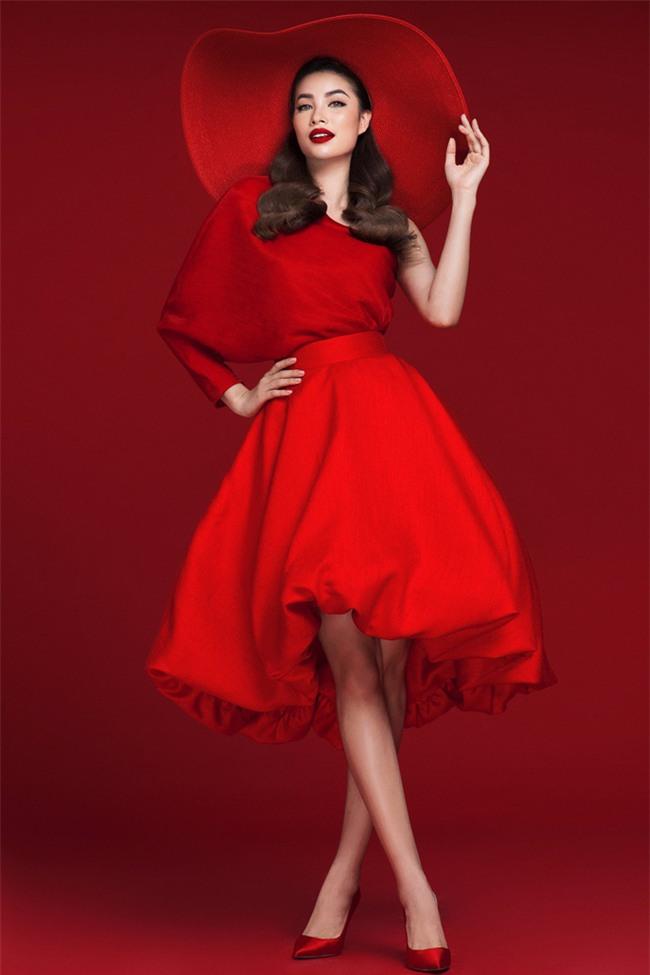 Diện váy đỏ nổi bần bật, Phạm Hương đầy gợi cảm và quyến rũ hơn bao giờ hết - Ảnh 7.