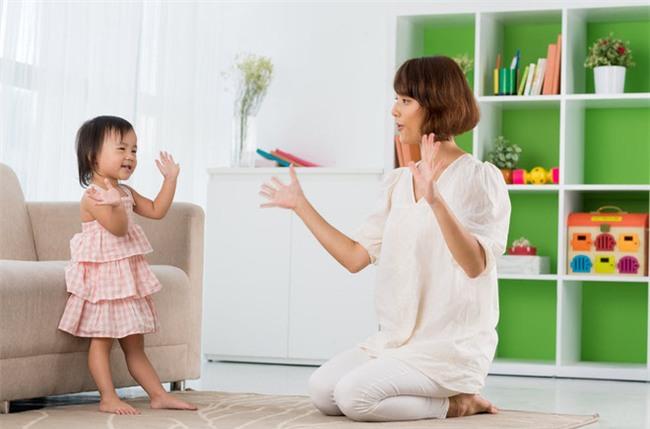 Phương pháp này giúp bố mẹ không giỏi vẫn có thể dạy ngoại ngữ cho con từ bé xíu - Ảnh 1.
