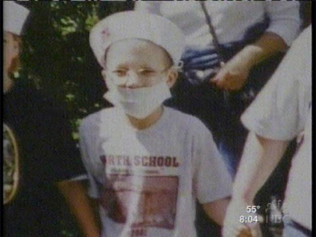 Con gái mới 7 tuổi, bà mẹ bắt cạo đầu giả ung thư để thực hiện âm mưu lừa đảo khủng khiếp - Ảnh 1.