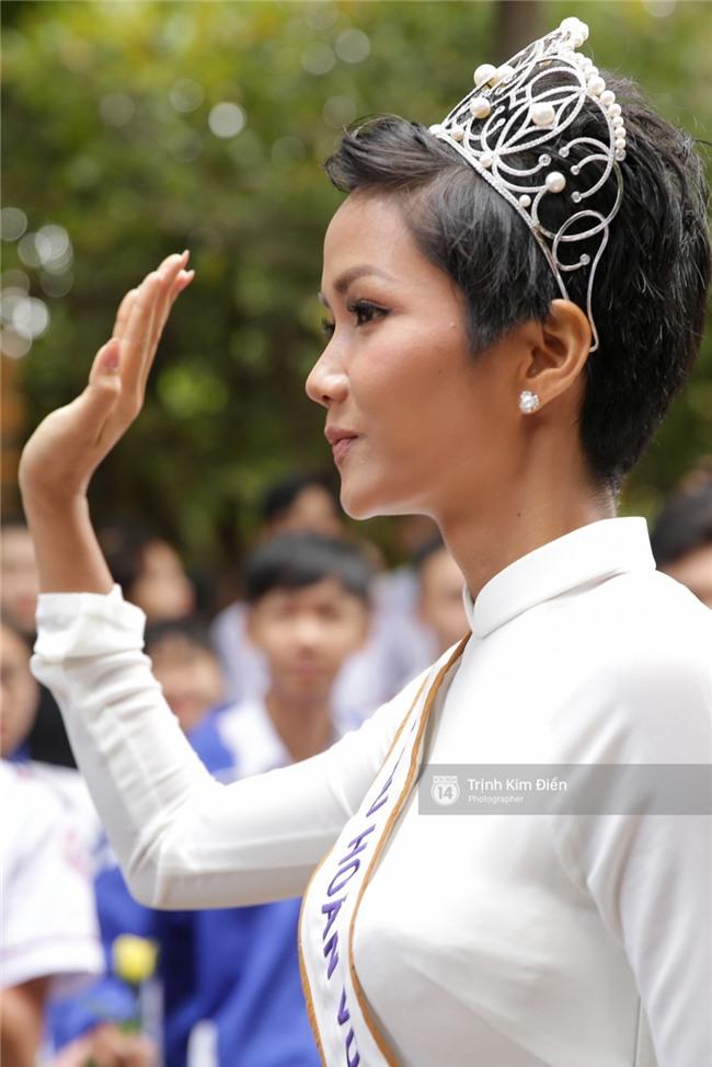 HHen Niê về trường, lên sân khấu nhún nhảy theo tiết mục cây nhà lá vườn của các thầy cô cực đáng yêu - Ảnh 19.