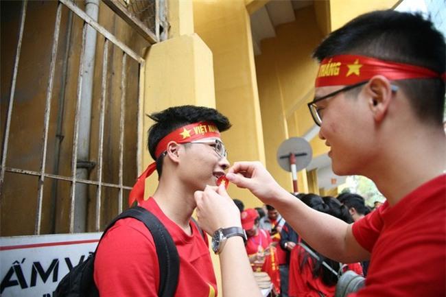 Cập nhật: Không khí hào hứng của người hâm mộ trước trận đấu lịch sử U23 Việt Nam - U23 Qatar - Ảnh 3.