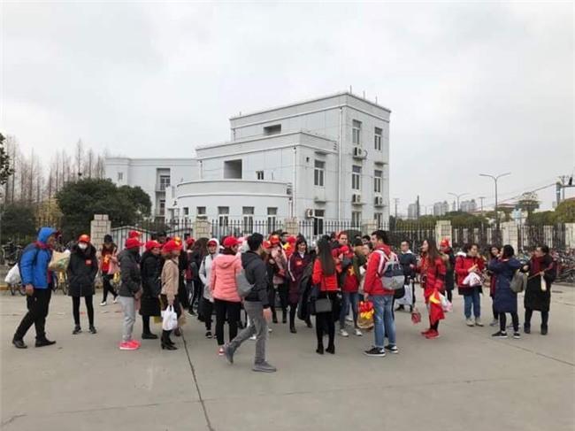 CĐV Việt Nam tại Trung Quốc vượt hàng trăm cây số để cổ vũ cho đội tuyển U23 Việt Nam trước trận đấu lịch sử với Qatar - Ảnh 3.