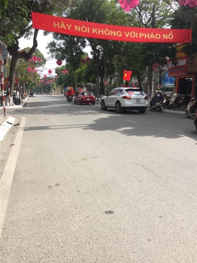Nhìn những hình ảnh này mới thấy không khí sục sôi trước trận bán kết U23 Việt Nam - U23 Qatar đã len lỏi đến từng ngõ phố, ngôi nhà - Ảnh 10.