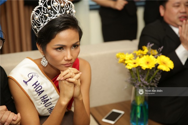 Clip: Hoa hậu HHen Niê hồi hộp, vỡ oà hạnh phúc trước chiến thắng của đội tuyển của U23 - Ảnh 10.