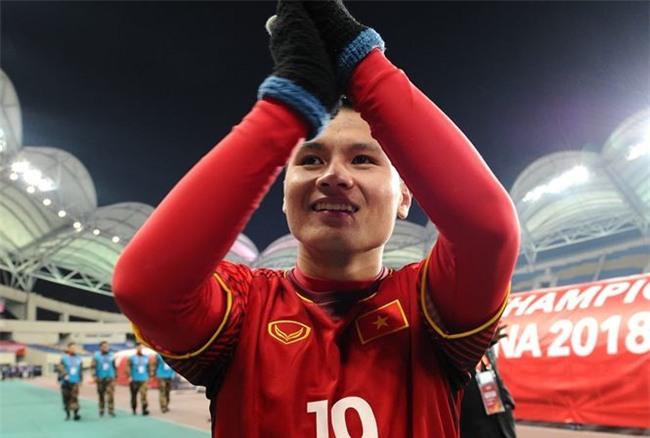 Gu thời trang giản dị vẫn đẹp của tiền vệ xuất sắc nhất trận đấu với Qatar Nguyễn Quang Hải-1