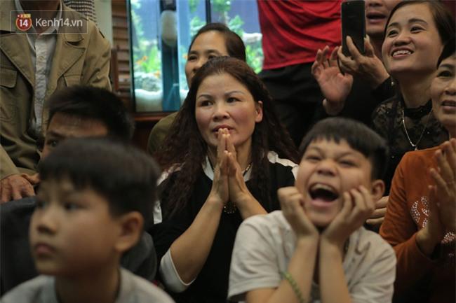 Mẹ Quang Hải xúc động: Tôi mong con quên 2 bàn thắng, quên trận đấu ngày hôm nay đi để sẵn sàng hướng tới trận chung kết sắp tới - Ảnh 2.