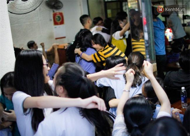 """Một đêm """"vui quên Tết"""" bởi U23 Việt Nam: Hôm nay ra đường, ai cũng dễ thương! - Ảnh 8."""