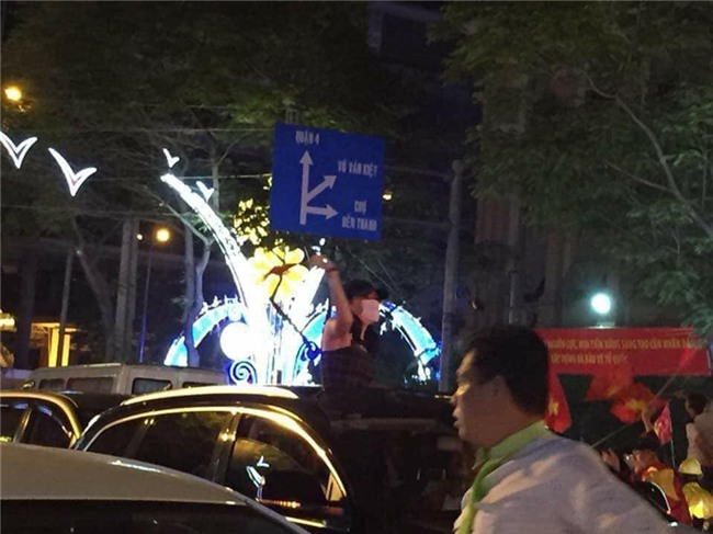 """Giữ đúng lời hứa với fan, Mỹ Tâm xuống đường """"đi bão"""" ăn mừng chiến thắng của U23 Việt Nam - Ảnh 3."""