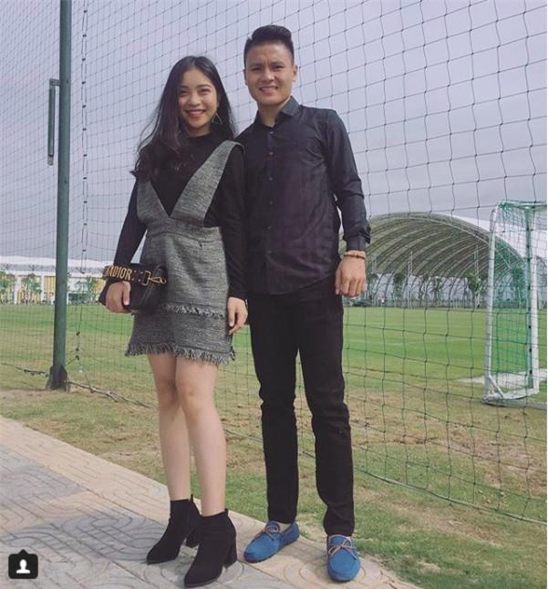 Chàng cầu thủ ghi 2 bàn cho U23 không chỉ là người hùng sân cỏ mà ngoài đời còn là soái ca chăm diện đồ đôi với bạn gái - Ảnh 12.
