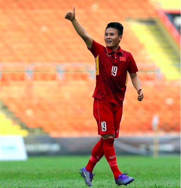 Chàng cầu thủ ghi 2 bàn cho U23 không chỉ là người hùng sân cỏ mà ngoài đời còn là soái ca chăm diện đồ đôi với bạn gái - Ảnh 4.