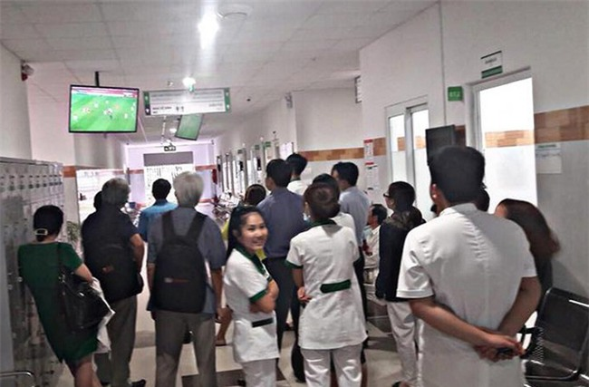 Bà bầu vừa chờ đẻ, vừa quẩy hết mình trong trận bán kết của U23 Việt Nam - Ảnh 7.