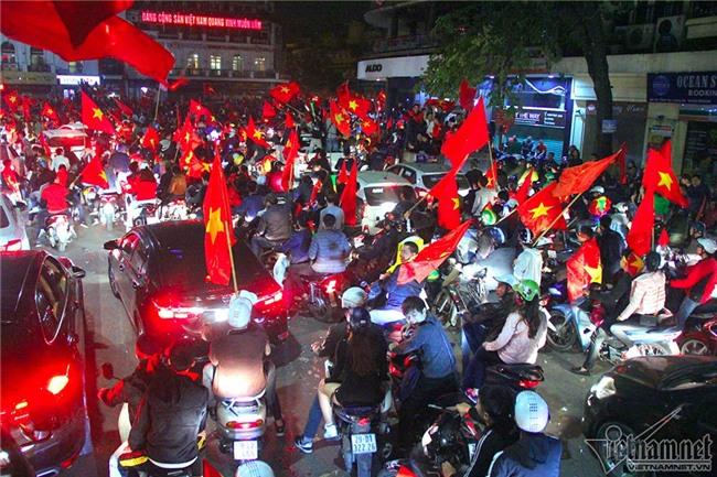 U23 Việt Nam,Bán kết U23 Châu á,Bóng đá Việt Nam,Park Hang Seo,HLV Park Hang Seo,Quang Hải,tắc đường,ùn tắc