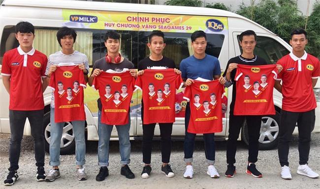 Điển trai lại còn chung thủy, Vũ Văn Thanh tuyển U23 đi đâu cũng chỉ diện 3 đôi giày này - Ảnh 3.