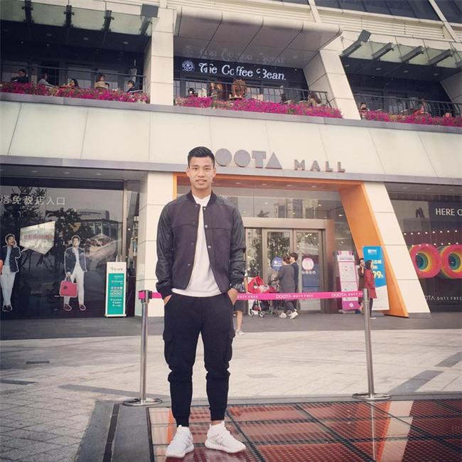 Điển trai lại còn chung thủy, Vũ Văn Thanh tuyển U23 đi đâu cũng chỉ diện 3 đôi giày này - Ảnh 4.