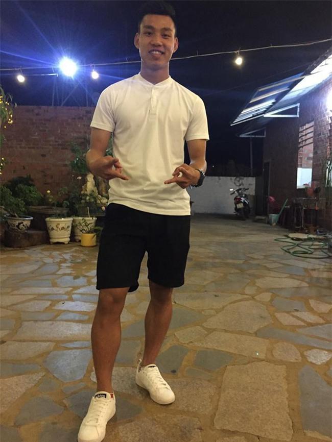 Điển trai lại còn chung thủy, Vũ Văn Thanh tuyển U23 đi đâu cũng chỉ diện 3 đôi giày này - Ảnh 7.