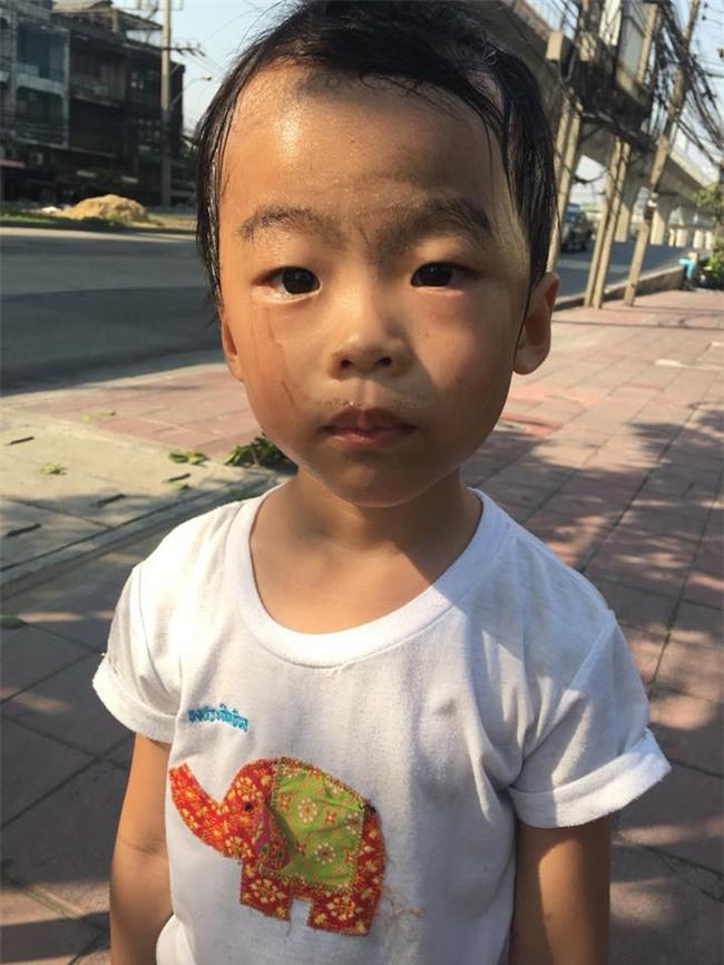 Người mẹ bắt con trai 5 tuổi đi nhặt rác và bài học khiến các bậc phụ huynh ngưỡng mộ - Ảnh 4.