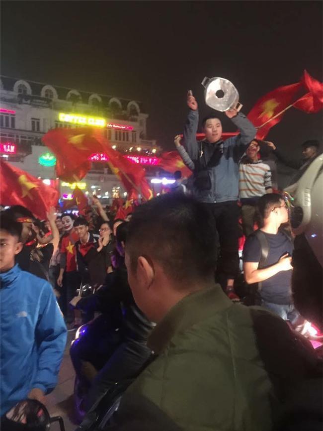 Cư dân mạng kiểm kê thiệt hại về xoong chảo sau đêm ăn mừng chiến thắng của U23 Việt Nam - Ảnh 12.