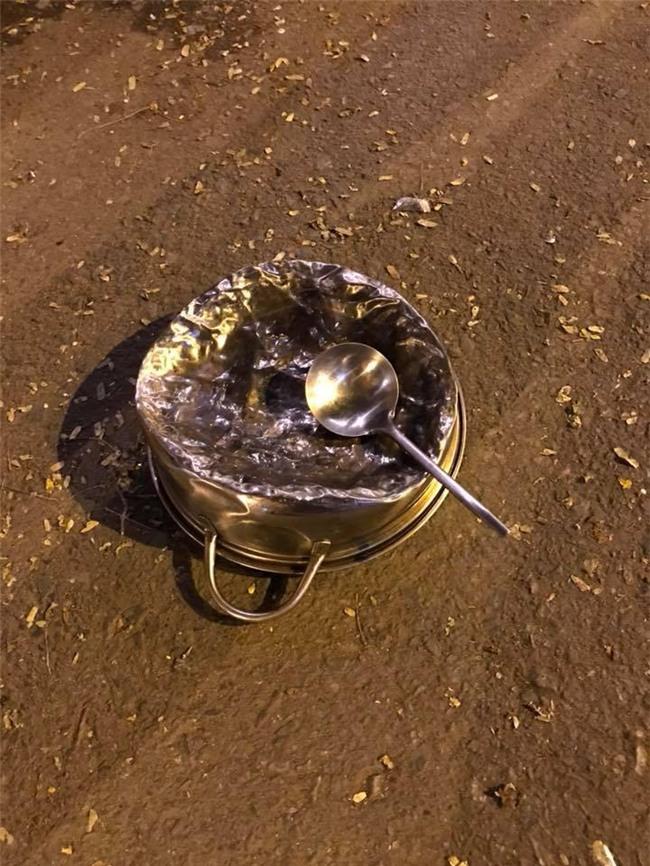 Cư dân mạng kiểm kê thiệt hại về xoong chảo sau đêm ăn mừng chiến thắng của U23 Việt Nam - Ảnh 6.