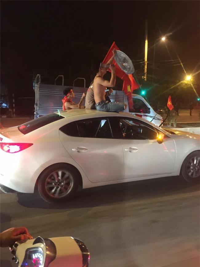 Cư dân mạng kiểm kê thiệt hại về xoong chảo sau đêm ăn mừng chiến thắng của U23 Việt Nam - Ảnh 9.