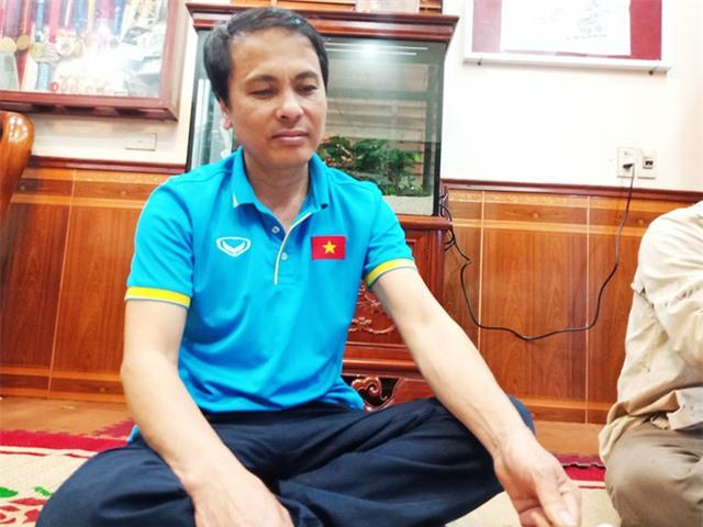 Ông Nguyễn Quang Thuần (bố cầu thủ Quang Hải) vẫn chưa hết vui mừng trước chiến thắng lịch sử của con trai cùng đội tuyển U23 Việt Nam.