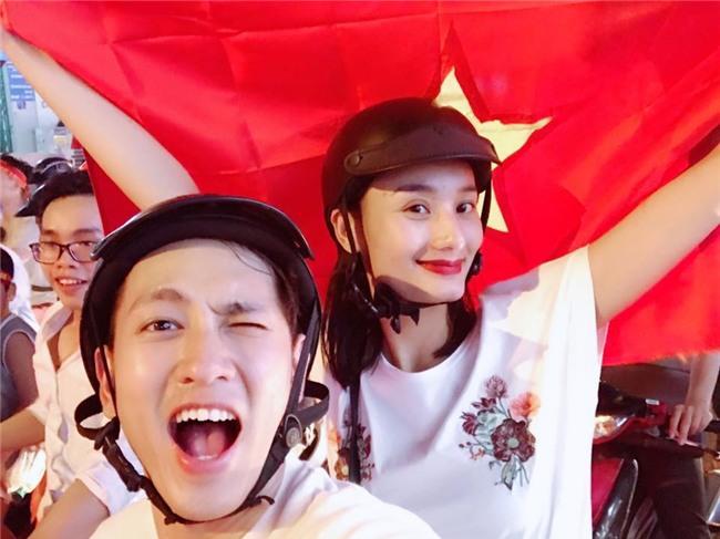 Ngọc Trinh gửi những nụ hôn rực rỡ tới đội tuyển U23 Việt Nam-12