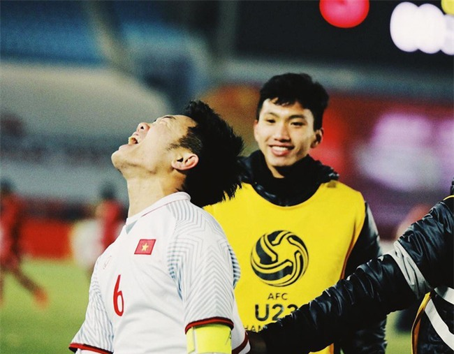 Không phải oppa Hàn Quốc nào đâu, đội trưởng Xuân Trường của U23 Việt Nam đấy! - Ảnh 1.