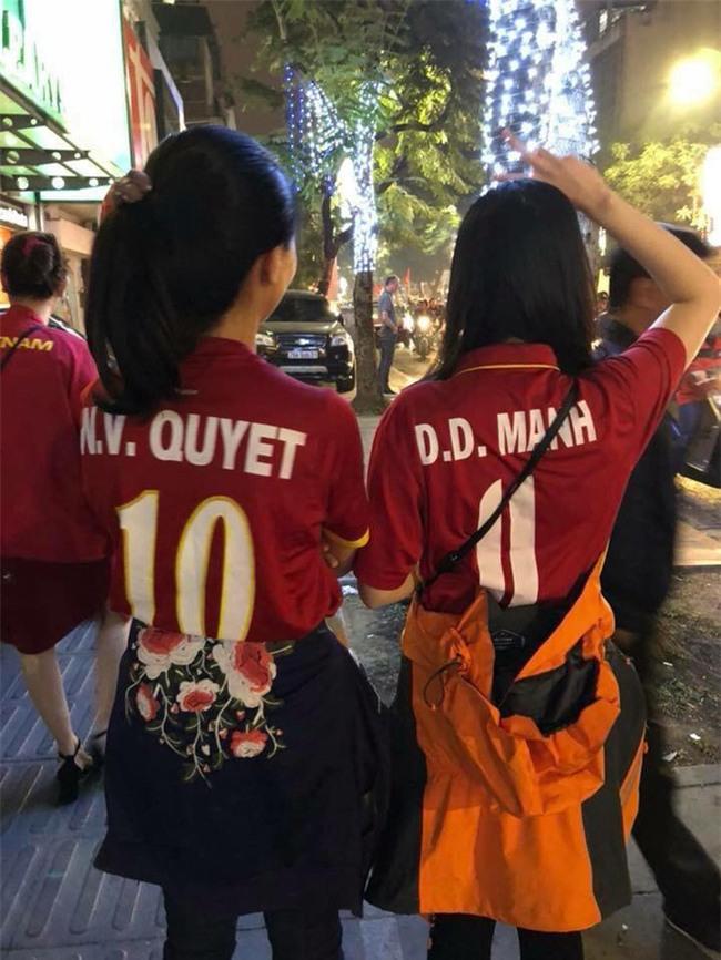 Mải đắm đuối với Tiến Dũng, Quang Hải, chị em đã quên mất 2 người hùng thầm lặng bị chấn thương hôm trước - Ảnh 8.
