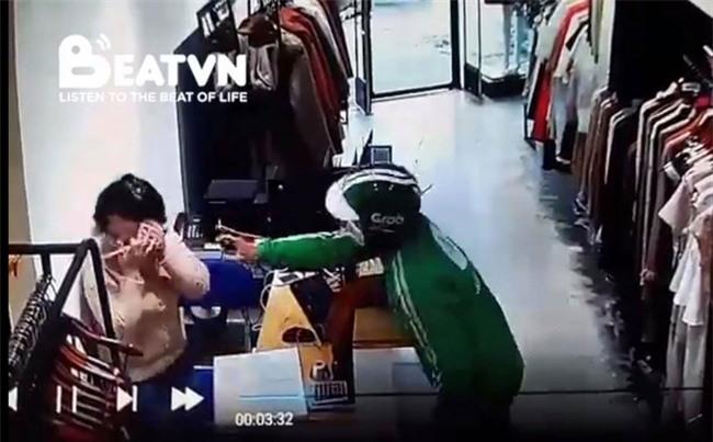 """Sự thật bất ngờ vụ thanh niên mặc quần áo Grab """"xịt hơi cay để cướp ở cửa hàng quần áo"""""""