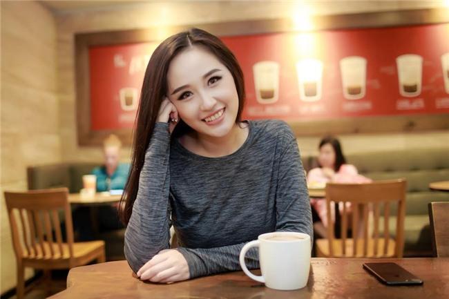 Mai Phương Thúy bày tỏ lòng hâm mộ nhưng dân mạng lại chú ý cách cô xưng hô với Bùi Tiến Dũng! - Ảnh 2.