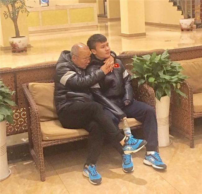 Hình ảnh cảm động của HLV Park Hang Seo với học trò giải thích vì sao U23 Việt Nam lập nên kỳ tích - Ảnh 2.