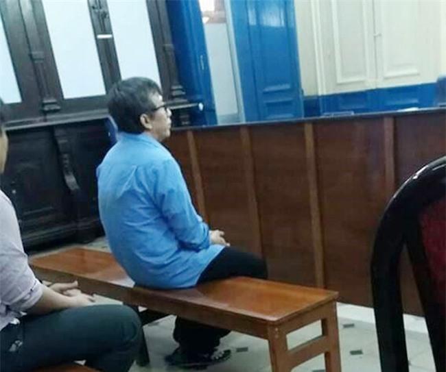 Hiếp dâm bé gái câm điếc 13 tuổi khiến có thai, gã hàng xóm đồi bại bật khóc tại tòa, xin giảm nhẹ hình phạt - Ảnh 1.