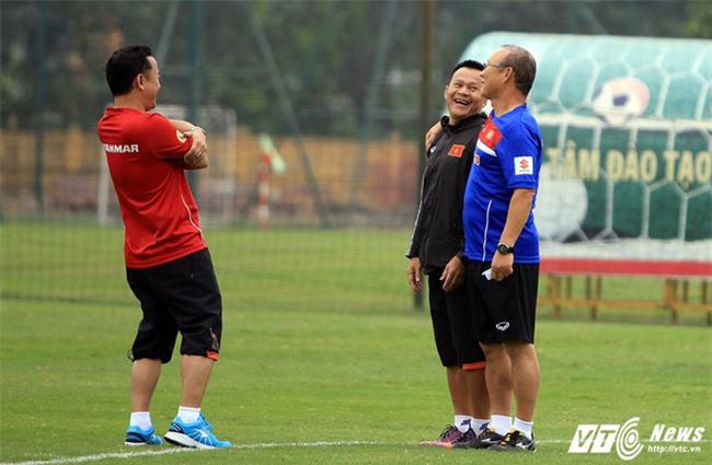 Trước thềm trận chung kết, cùng ngắm loạt khoảnh khắc 'siêu kute' của huấn luyện viên Park Hang Seo-1