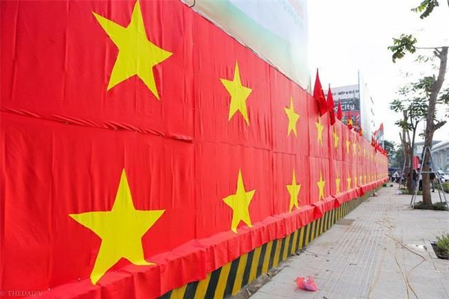"""Ra phố những ngày này ai cũng thấy rộn ràng với biết bao chuyến xe """"chở"""" đầy cờ hoa và cả dàn đội tuyển U23 Việt Nam - Ảnh 8."""