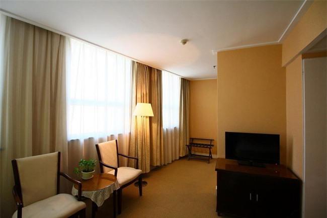 5 khách sạn rất gần sân vận động Thường Châu, giá chỉ tầm 1 triệu/đêm - Ảnh 2.