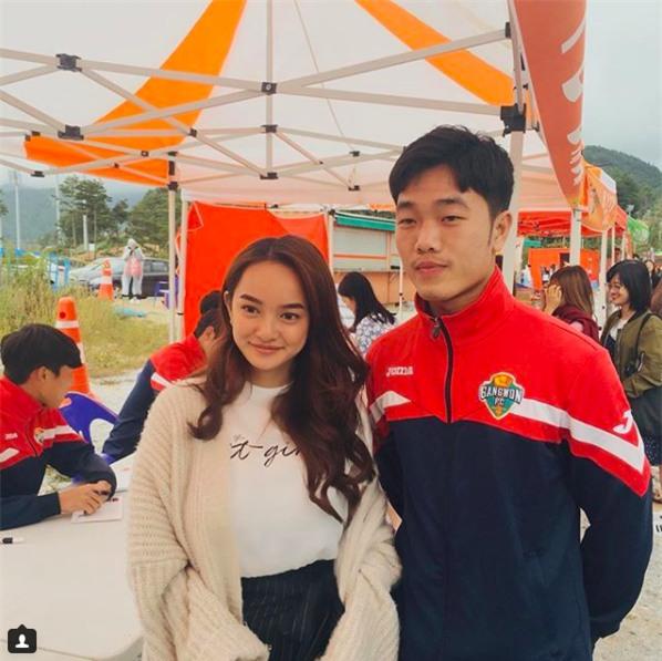Con gái khắp nơi đang rất ghen tị khi Kaity Nguyễn có ảnh chụp chung với Xuân Trường - Ảnh 1.