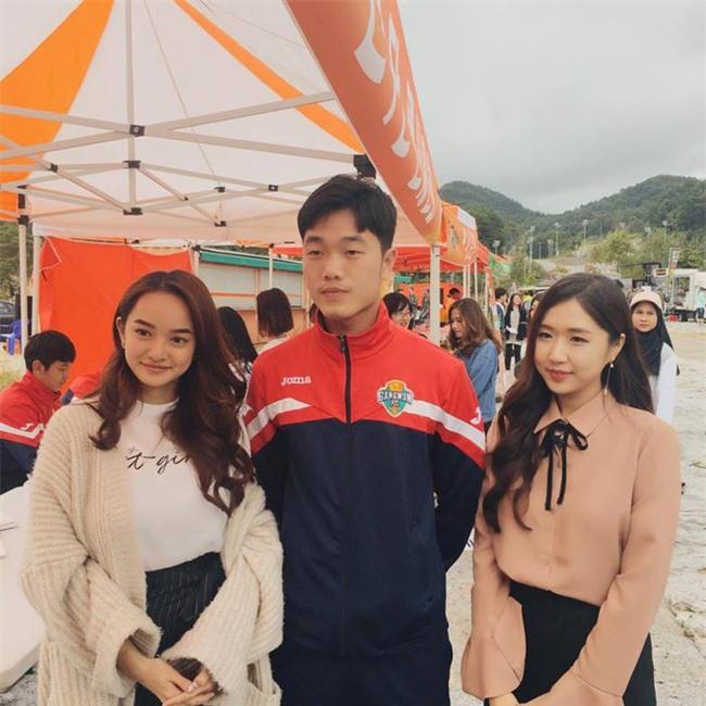 Con gái khắp nơi đang rất ghen tị khi Kaity Nguyễn có ảnh chụp chung với Xuân Trường - Ảnh 2.