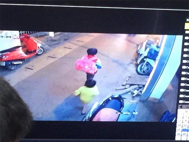 Hà Nội: Bé trai 5 tuổi mồ côi mẹ bỏ nhà đi trong tay chỉ có 2 hộp sữa vẫn chưa về - Ảnh 1.