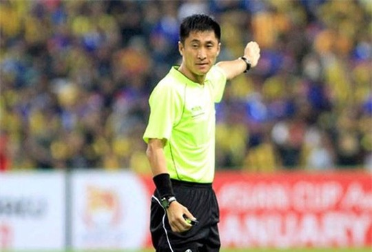 Dân mạng sôi sục vì trọng tài Trung Quốc cầm còi chung kết U23 châu Á - Ảnh 1.