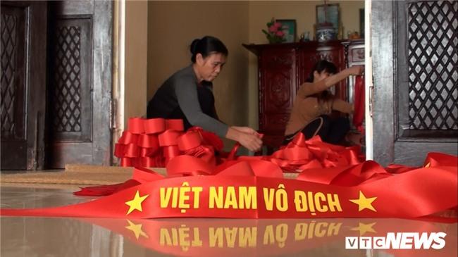 Anh: 'Cong xuong' tang toc san xuat co do, bang ron co vu U23 Viet Nam hinh anh 10