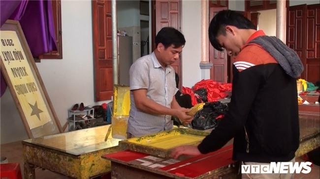 Anh: 'Cong xuong' tang toc san xuat co do, bang ron co vu U23 Viet Nam hinh anh 2