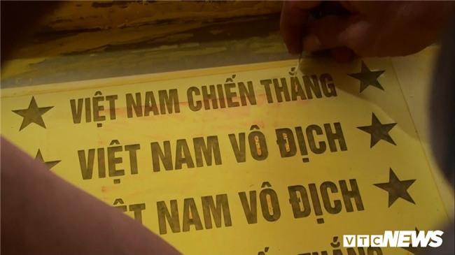 Anh: 'Cong xuong' tang toc san xuat co do, bang ron co vu U23 Viet Nam hinh anh 5