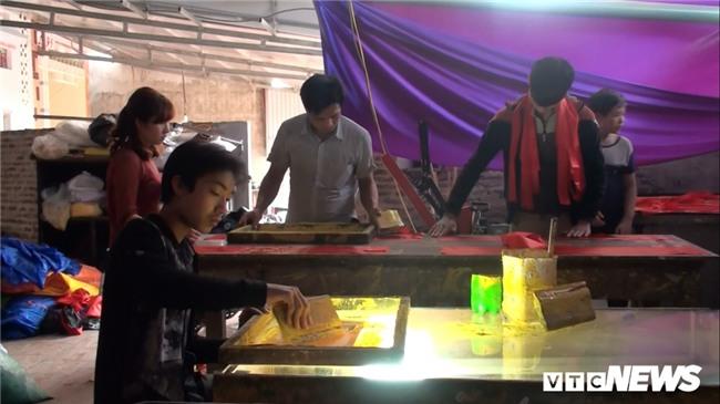 Anh: 'Cong xuong' tang toc san xuat co do, bang ron co vu U23 Viet Nam hinh anh 7